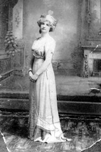 Grandmother Elsie as queen in 1912 play